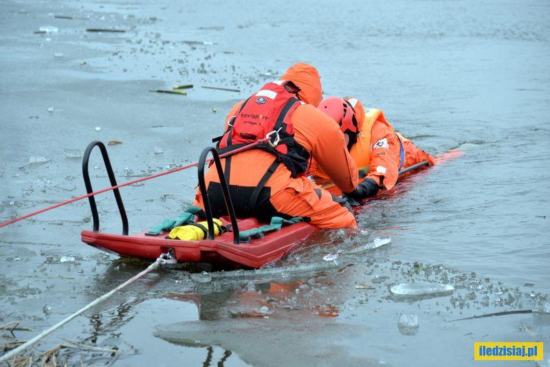 Pokaz ratownictwa na lodzie podczas Biegu Morsa